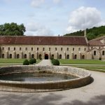 round pool and exterior view of Fontenay Abby